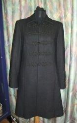 Bocskai zsinorozású karcsúsitott szövet kabát fekete