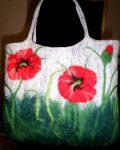 Pipacsos nemezelt női táska.