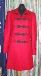 Bocskai zsinórozású karcsúsított piros szövet kabát
